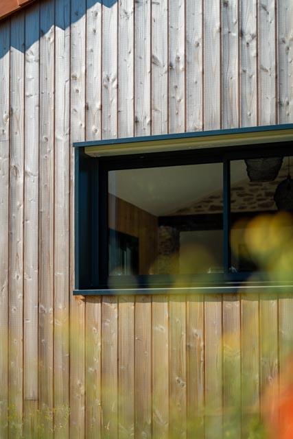 Fenêtre de cuisine coulissante en aluminium noir