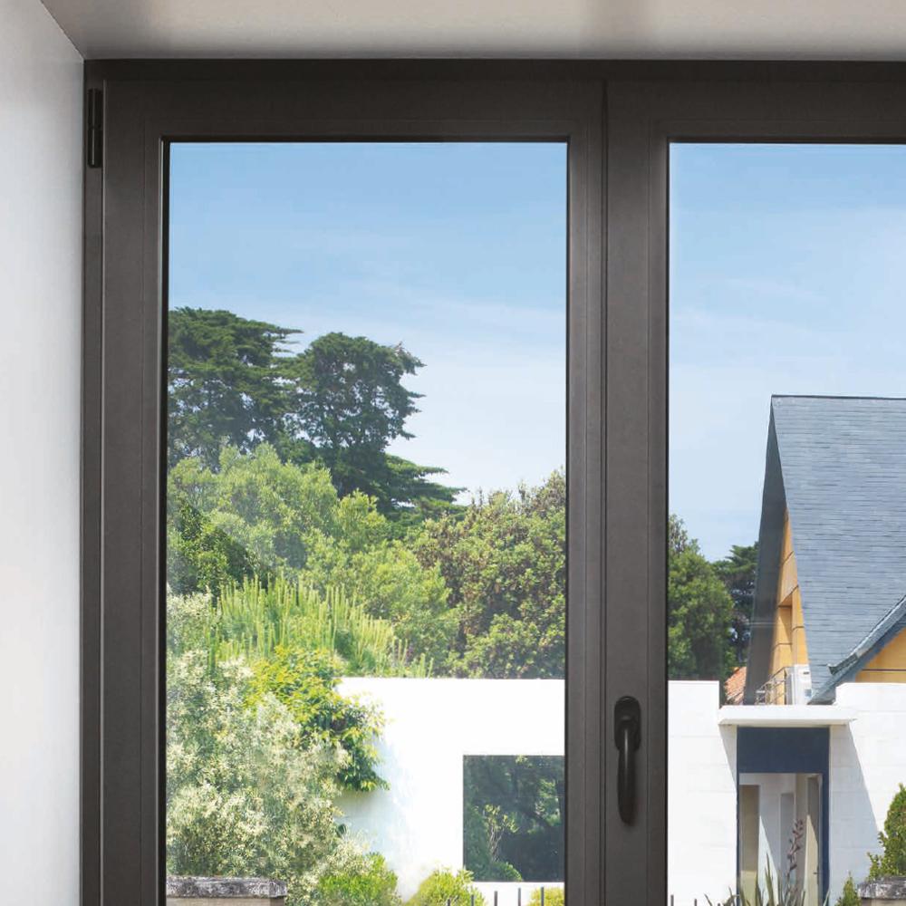 Fenêtre ouverte sur jardin