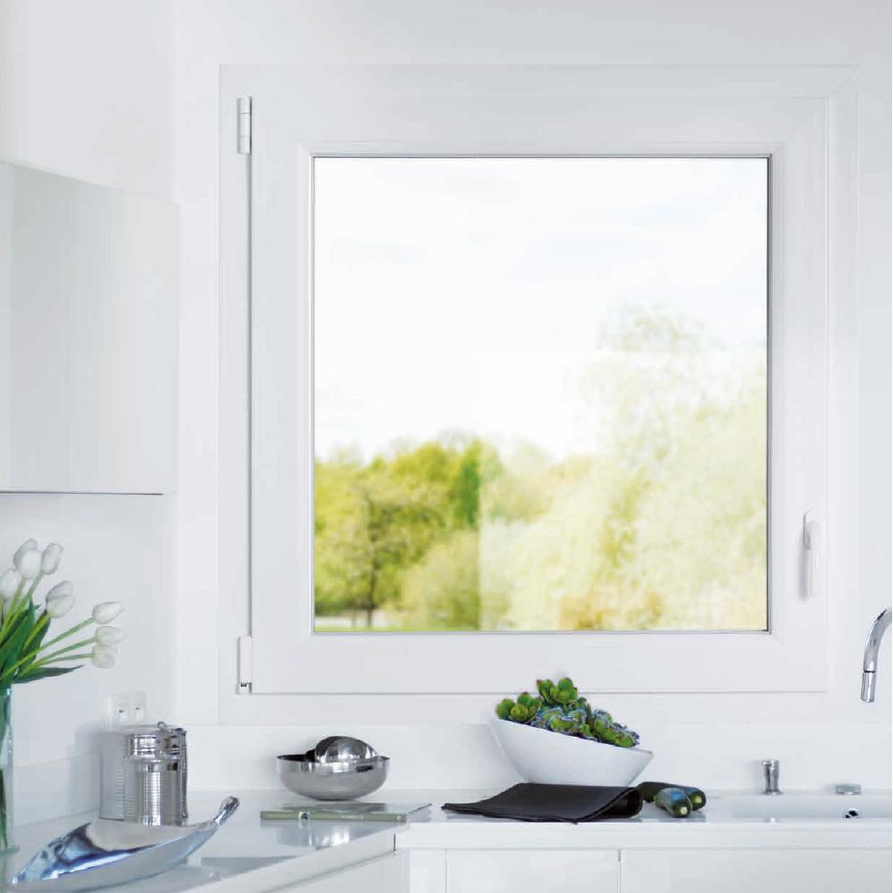 Fenêtre de cuisine blanche