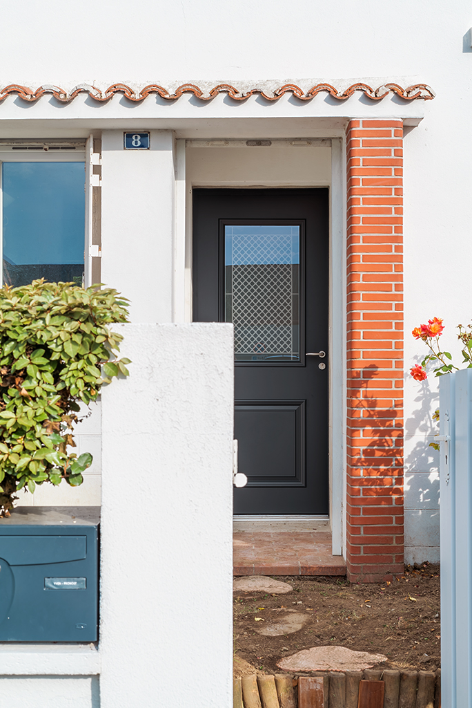 Vue extérieure d'une porte d'entrée Blennie