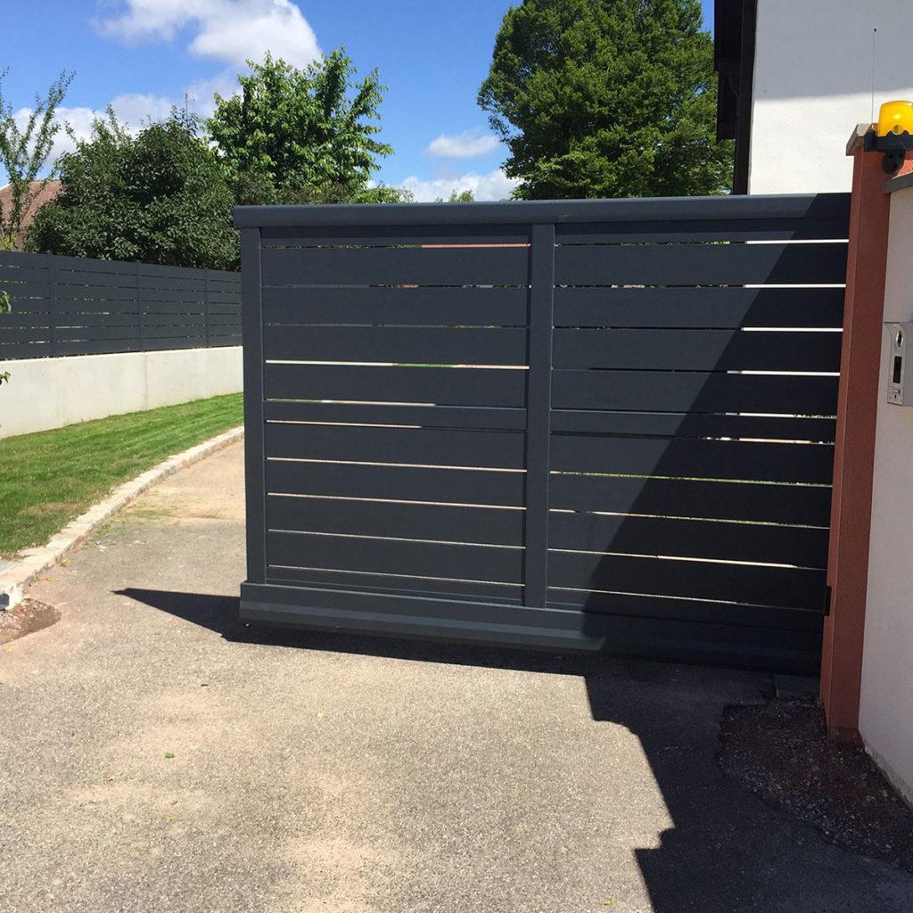 Portail aluminium ajoure jehan 01
